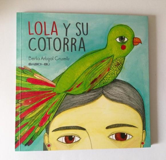 Lola y su cotorra